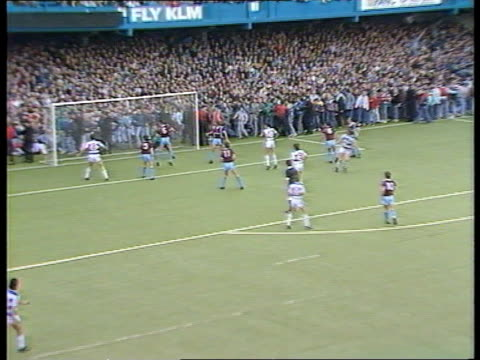 fences dismantled jan 1988 loftus rd seq play qpr v west ham/ fans spill onto tx pitch/ mounted police on pitch itn - west ham fc stock-videos und b-roll-filmmaterial
