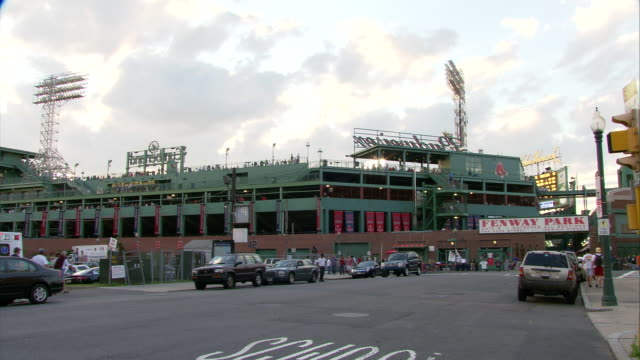 ws fenway park exterior during game / boston, massachusetts, usa - baseballmannschaft stock-videos und b-roll-filmmaterial