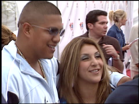 fernando vargas at the hbo all star sports jam at barker hanger in santa monica, california on june 19, 2004. - バーカーハンガー点の映像素材/bロール