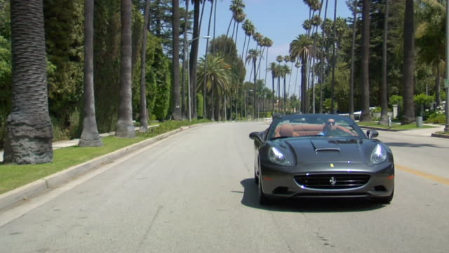 vídeos de stock e filmes b-roll de ms pov ferrari car in motion on street audio / beverly hills, california, united states - convertible