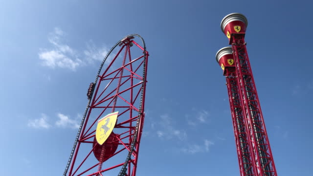 vidéos et rushes de ferrari land entertainment resort in tarragona with the red force attraction and the thrill towers. - vertige