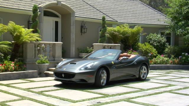 vídeos de stock e filmes b-roll de ms ferrari parked outside house audio / beverly hills, california, united states - convertible