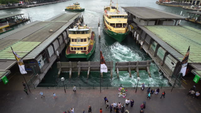vidéos et rushes de ferries in circular quay in sydney, australia - ferry