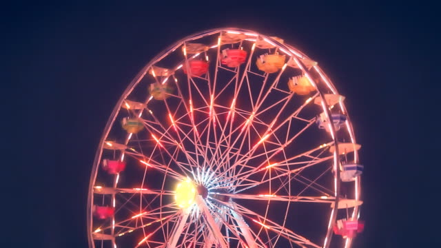 ferris wheel carnival ride turning at night - big wheel stock videos & royalty-free footage