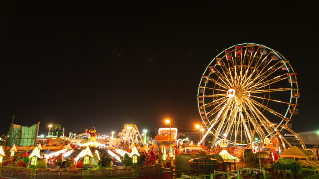 ferris wheel, carnival rides and games at night - ferris wheel stock videos & royalty-free footage
