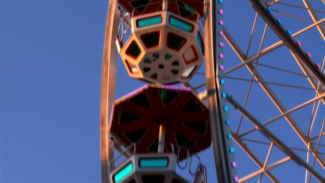 ferris wheel close -up で、フェア - プラーター公園点の映像素材/bロール