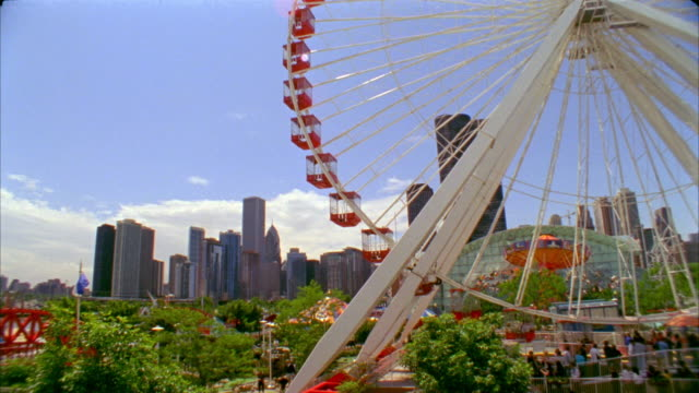 SLO MO, CU, TU, Ferris wheel in Navy Pier Park, Chicago, Illinois, USA