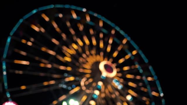 vídeos y material grabado en eventos de stock de luces de la noria por la noche - noria