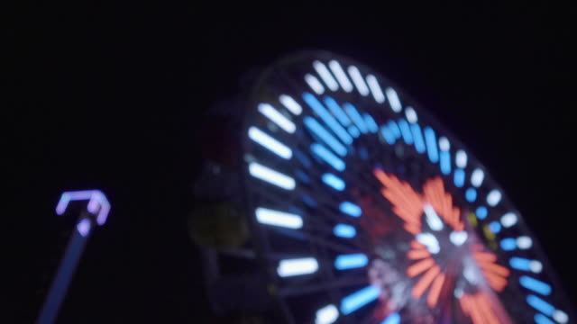 ferris wheel lights at night - energieindustrie stock-videos und b-roll-filmmaterial
