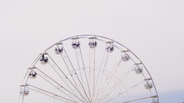 ferris wheel. overcast sky - big wheel stock videos & royalty-free footage