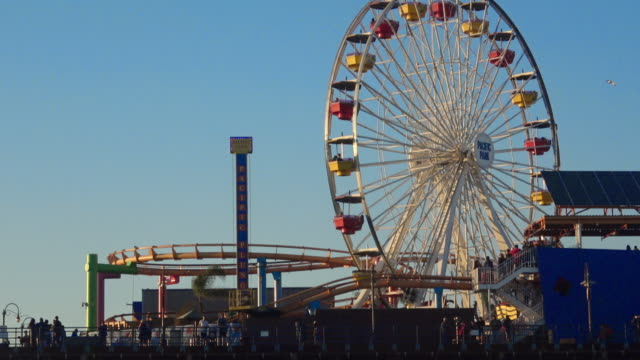ferris wheel spinning at amusement park - santa monica pier stock videos & royalty-free footage