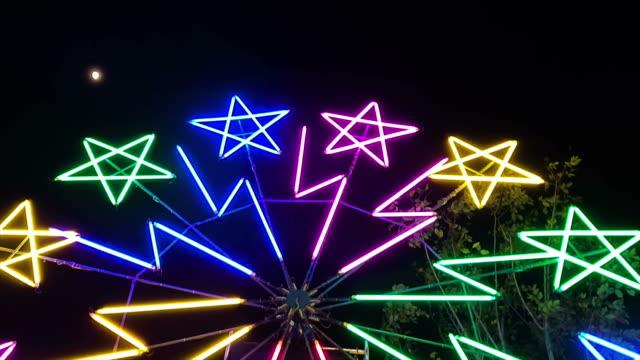 ferris wheel spinning at night - circus stock videos & royalty-free footage