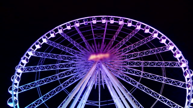 ferris wheel spinning by night - ferris wheel stock videos & royalty-free footage