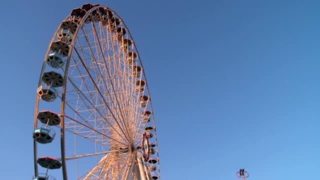 ferris wheel 、ブランコ、アミューズメントパークのオリジナルバージョン - プラーター公園点の映像素材/bロール