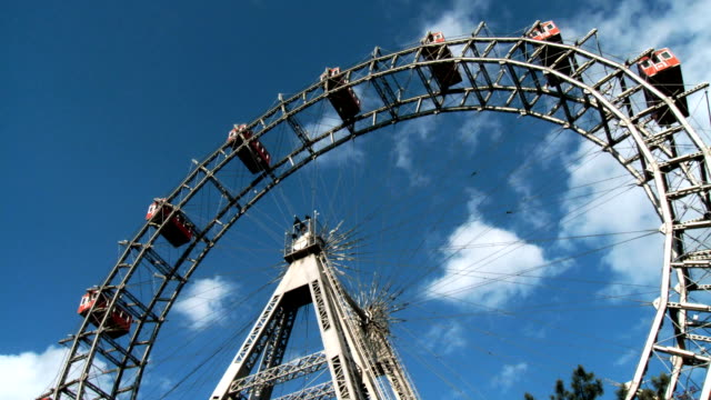 ferris wheel wide shot quick motion - vienna stock videos & royalty-free footage