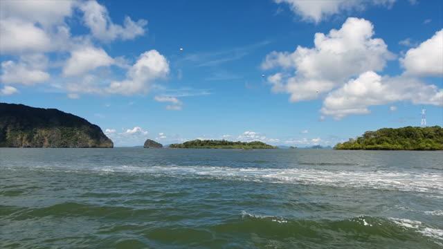 färje båt över havet till ko lanta - andamansjön bildbanksvideor och videomaterial från bakom kulisserna