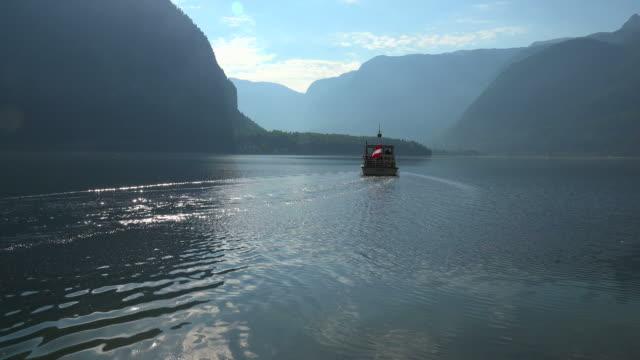 ferry boat on lake hallstatt, salzkammergut, upper austria, austria - salzkammergut stock videos and b-roll footage