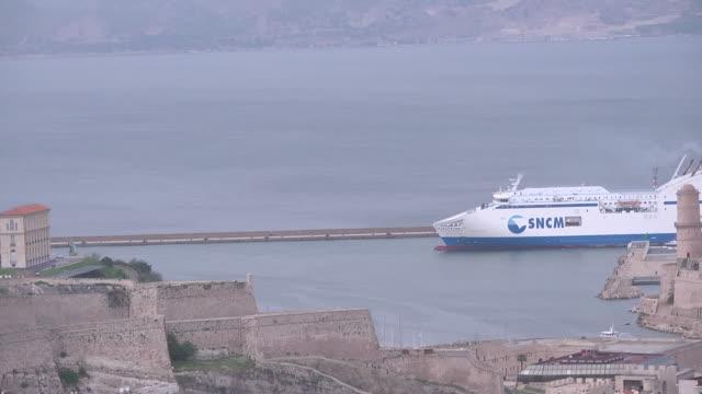 vidéos et rushes de sncm ferry passing - navire