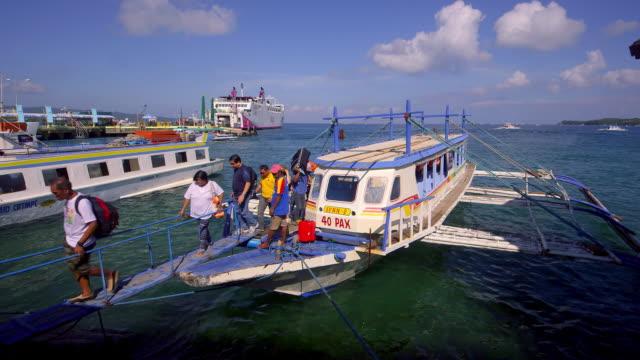 vídeos de stock e filmes b-roll de ferry port - 50 segundos ou mais