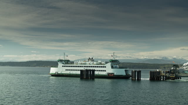 ferry pulling away from dock in port townsend, wa - north pacific stock videos & royalty-free footage