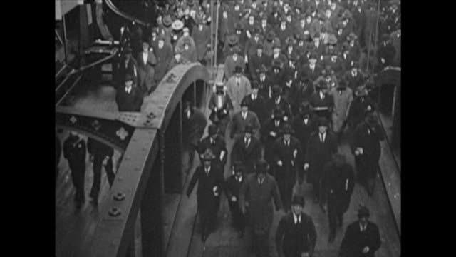 1921 NYC ferry pulls into dock, passengers disembark