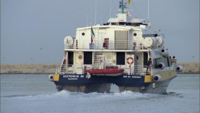 stockvideo's en b-roll-footage met ws fan ferry travels across mediterranean sea / trapani, sicily, italy  - reddingsvest