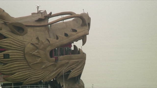 cu zo ws ha ferry with dragon head bow, upriver of 3 gorges dam, china - ankrad bildbanksvideor och videomaterial från bakom kulisserna