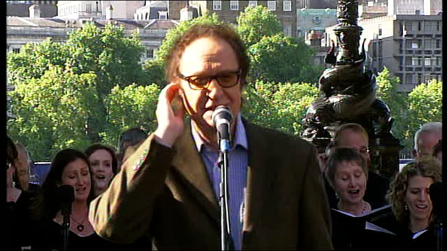festival celebrates songs inspired by london; t11060941 ray davies singing 'waterloo sunset' accompanied by choir sot - the kinks stock videos & royalty-free footage