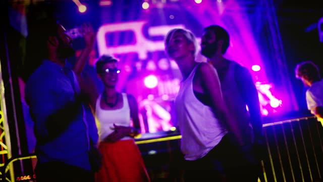 stockvideo's en b-roll-footage met festival vibes - festivalganger