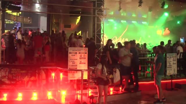 festivales de música electrónica, fiestas clandestinas, discotecas libres de tapabocas - festival de música stock videos & royalty-free footage
