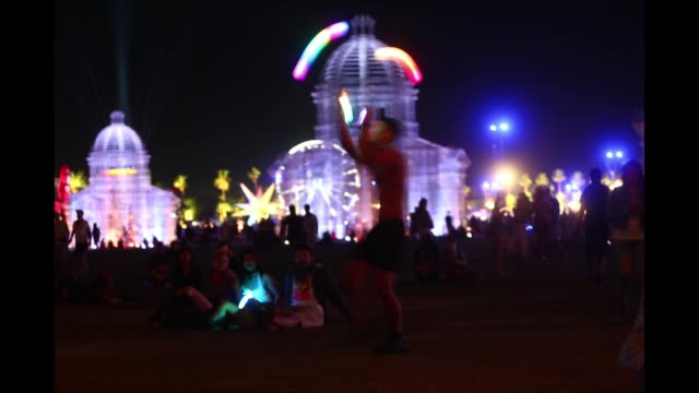 festivalgoers during the 2018 coachella valley music and arts festival at the empire polo field on april 20, 2018 in indio, california. - festival goer stock videos & royalty-free footage