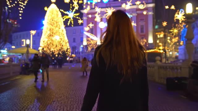 市内で祝いクリスマス デコレーション - 赤毛点の映像素材/bロール