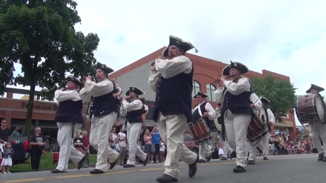 festive fife and drum corps march down main street in saratoga springs ny leading the fourth of july parade - salmini 個影片檔及 b 捲影像