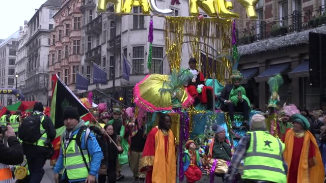 vídeos de stock, filmes e b-roll de festive revellers celebrate the start of a new decade at london's new year's day parade the parade takes place through the centre of the capital... - dia do ano novo