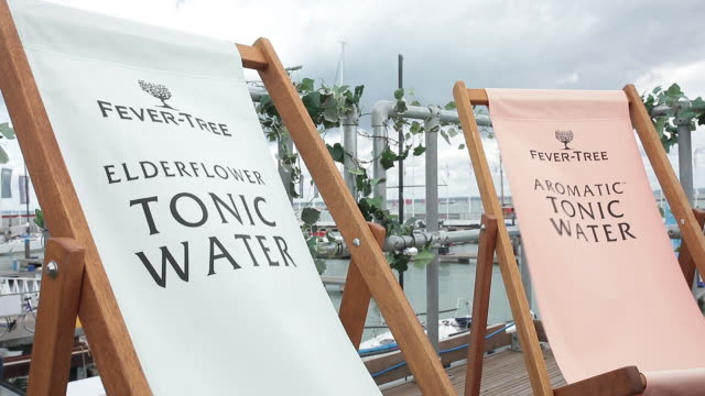 vídeos de stock, filmes e b-roll de fevertree tonics adverts on deck chairs in marina at cowes week on isle of wight england uk on tuesday august 13 2019 - escrita ocidental