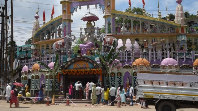 few devotees visit at a ganesh temple wearing mask on the occasion of ganesh chaturthi, amid the ongoing coronavirus pandemic, in guwahati, india on... - ヒンズー教点の映像素材/bロール