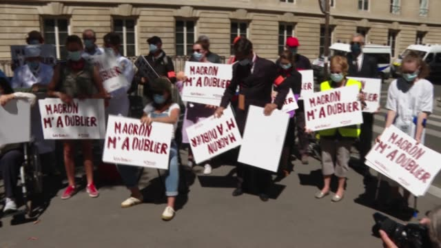 few dozen activists from the 'manif pour tous' association - composed mainly of catholic and family-oriented activists who stand against gay... - one parent stock videos & royalty-free footage