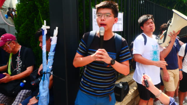 a few hundred protesters gather at the justice department before the g20 summit to protest the extradition bill the release of protesters and the... - department of justice stock videos & royalty-free footage