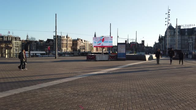few people in front of amsterdam railway station - international politics stock videos & royalty-free footage