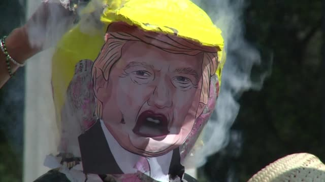few protesters hang beat and burn a piñata of donald trump in downtown mexico city on wednesday asking americans not to vote for the white house... - papier 個影片檔及 b 捲影像