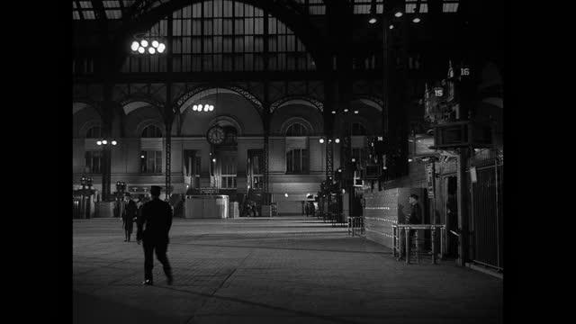 a few travelers walk through new york city's penn station at night. - new york city penn station stock videos & royalty-free footage