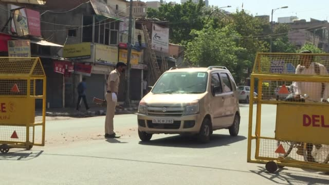 few vehicles and pedestrians remain on new delhi's usually bustling streets with police setting up checkpoints to inspect ids of driver going through - lockdown stock videos & royalty-free footage