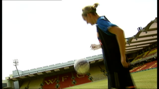 stockvideo's en b-roll-footage met fewer 'centres of excellence' for girls' football; georgia kearney-perry interview sot georgia kearney-perry training on pitch neil hart interview... - atlete