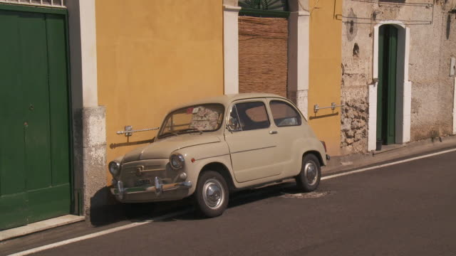 MS Fiat 500 parked at side of street / Amalfi, Campania, Italy
