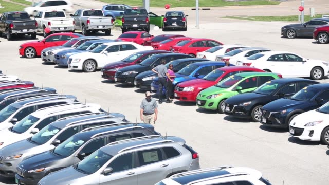 stockvideo's en b-roll-footage met fiat chrysler automobiles nv dealership in moline illinois on saturday july 1 2017 shots wide pan right of many cars parked in lot tilt up high angle... - chrysler
