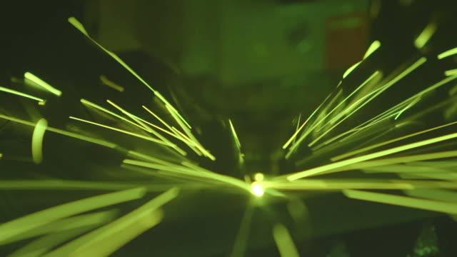 fiber laserskärmaskin - maskineri bildbanksvideor och videomaterial från bakom kulisserna