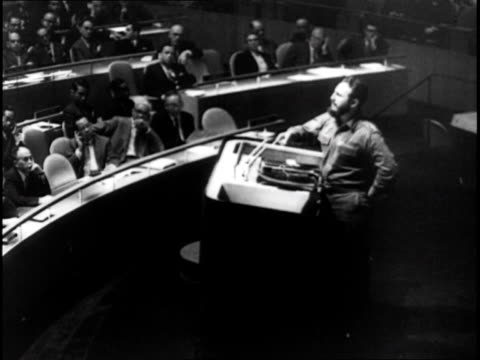 stockvideo's en b-roll-footage met fidel castro giving speech at united nations and shaking hands with khrushchev - cuba