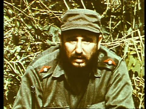vidéos et rushes de fidel castro is interviewed in the jungle talks about the revolution and their struggles - révolution cubaine