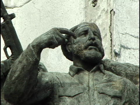 cu, shaky, fidel castro sculpture on revolution monument, havana, cuba - male likeness stock videos & royalty-free footage