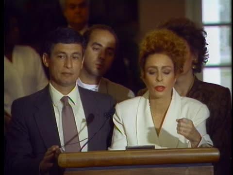fidel castro's daughter, alina fernandez, speaks at a press conference. - 追放点の映像素材/bロール
